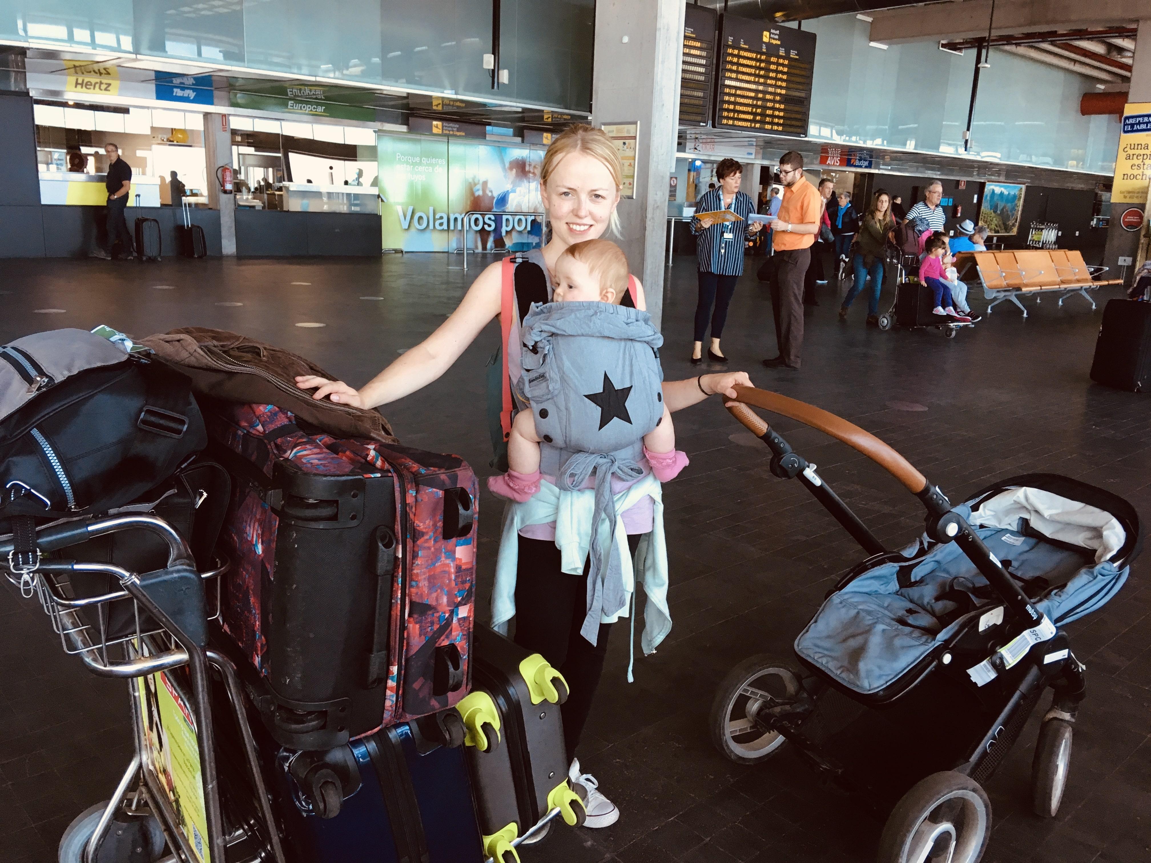 Am Flughafen mit Baby
